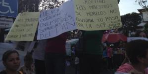 Un grupo de maestros protesta en mitin de Vázquez Mota en Morelos