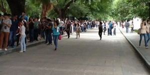largas filas para obtener boleto para visita de AMLO al Tec de Monterrey mañana