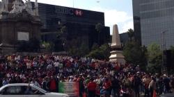 Caravana motorizada de la CNTE llega al Ángel de la Independencia